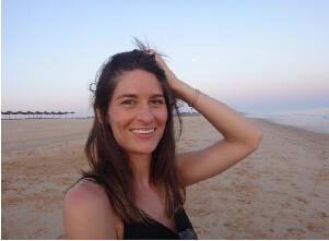 Auf diesem Bild ist unsere Yoga Lehrerin Lena.