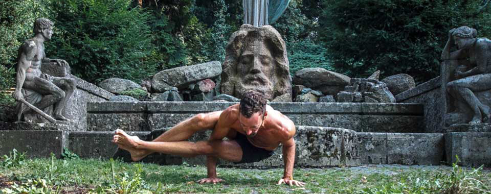 Astro Yoga Lehrer Fabian in Yoga Asana