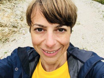 Yogalehrerin Susi unterrichtet in unserem Yogastudio in Stuttgart West