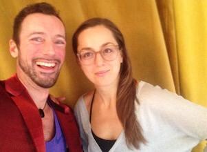 Feiertags-Special: Yogalehrer Eva und Fabian freuen sich auf die Yogaschüler.