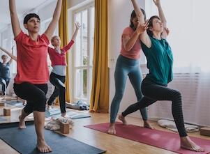 Mit Yoga beginnen viele Yogis bei uns im Yogastudio.