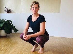 Yogalehrerin Christiane ist bei uns im Yogastudio in Stuttgart West und freut sich auf die Yoga Schüler.