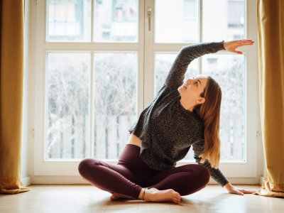 Beim Yogaspecial am Muttertag bietet Louisa eine Praxis aus Yoga-Asanas, Pranayama, Geschichten über Durga und Meditation an.