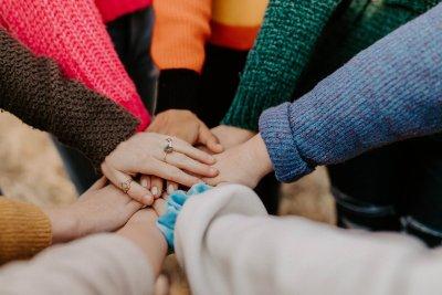 Große Herbst-Charity-Aktion von Fuß über Kopf und Freunden.